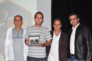 Vanderli Brandt da Luz, Dirigente Esportivo da Esdeva, recebe Troféu Fair Play do Sesi e do Panathlon Club Juiz de Fora, representado por Cláudio Esteves, Gilmar Quaresma e Ivan Elias