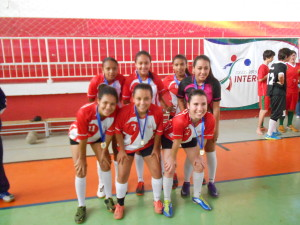 As campeãs do futsal feminino E.E. Sebastião Patrus de Souza