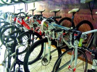 Enduro MTB: conheça as bicicletas adequadas e os cuidados para as trilhas