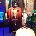 Camisa da UFJF em meio ao varal das outras equipes
