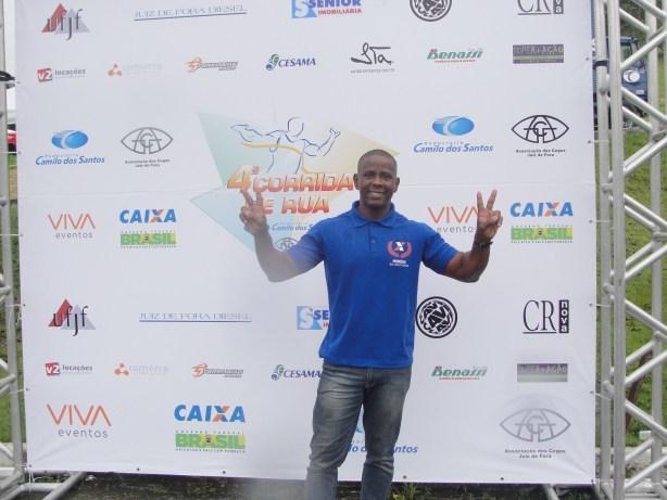 O medalhista olímpico Arnaldo Oliveira compareceu à prova em compromisso com um dos patrocinadores do evento. (Foto: Toque de Bola)