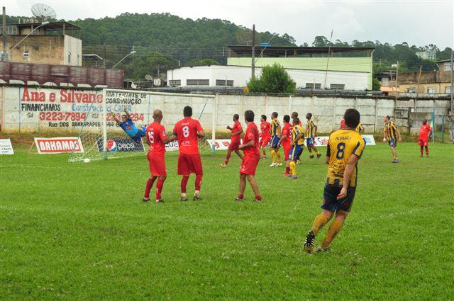 Alemão marca, em cobrança de falta: é o gol do título do Bom Jardim na categoria Veteranos da Copa Prefeitura Bahamas de Futebol Amador 2013