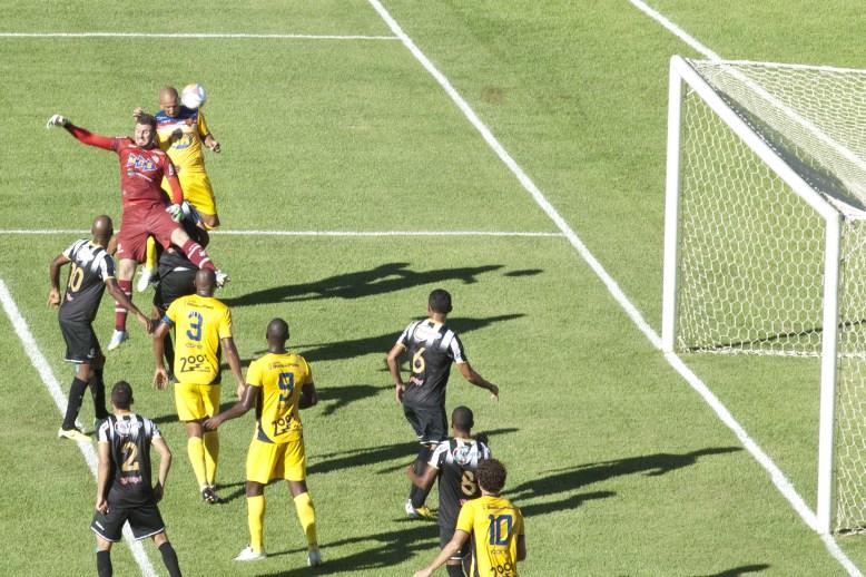 Fábio Júnior marcou o único gol do Minas, após falha de Jordan