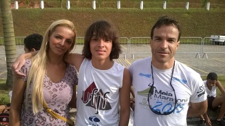 Eduardo Ramos, entre os pais, Marilúcia Dias e Eduardo de Araújo
