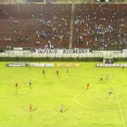 Tupi x Guarani: Torcida promete novo 'apitaço' e estádio preto e branco. Ingressos estão à venda