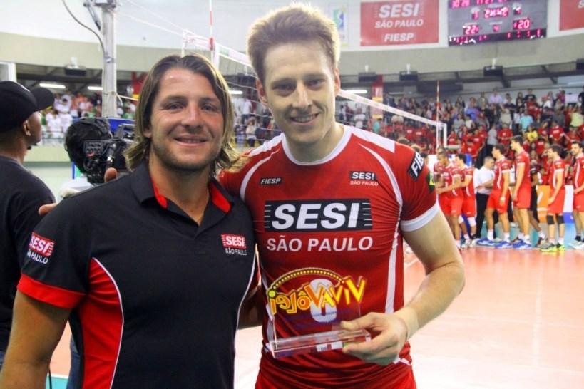 Murilo recebe o Viva Vôlei, prêmio de melhor da partida
