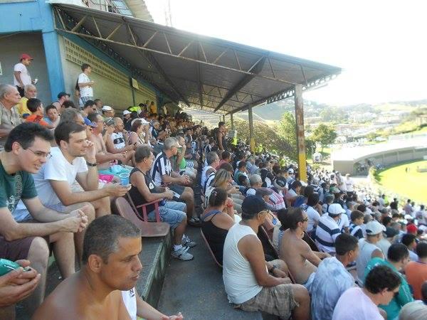 Quase quatro mil torcedores compareceram ao Estádio Municipal Radialista Mário Helênio na tarde do domingo, 16