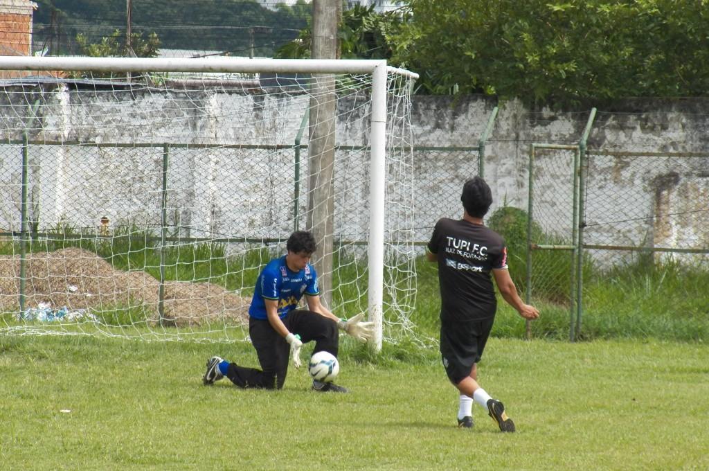 Rodrigo trabalhou com a bola da Copa do Brasil pela primeira vez antes da partida contra o Fluminense e percebeu diferenças