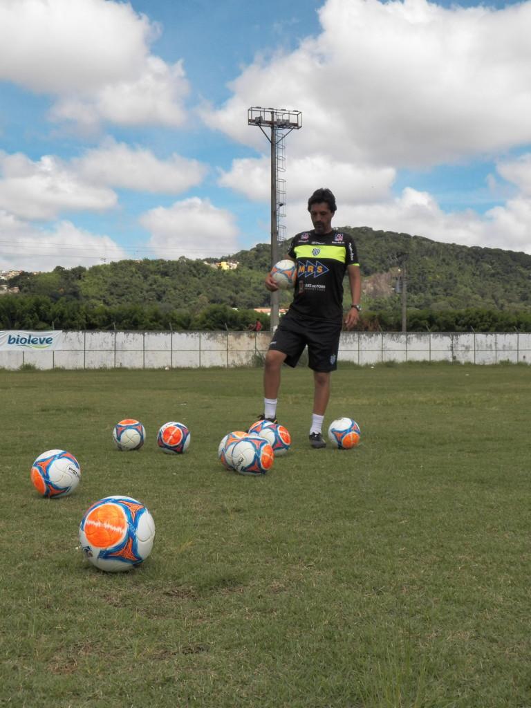 Walker Campos lembrou que os jogadores só utilizaram a bola da Copa do Brasil pouco antes da estreia no torneio