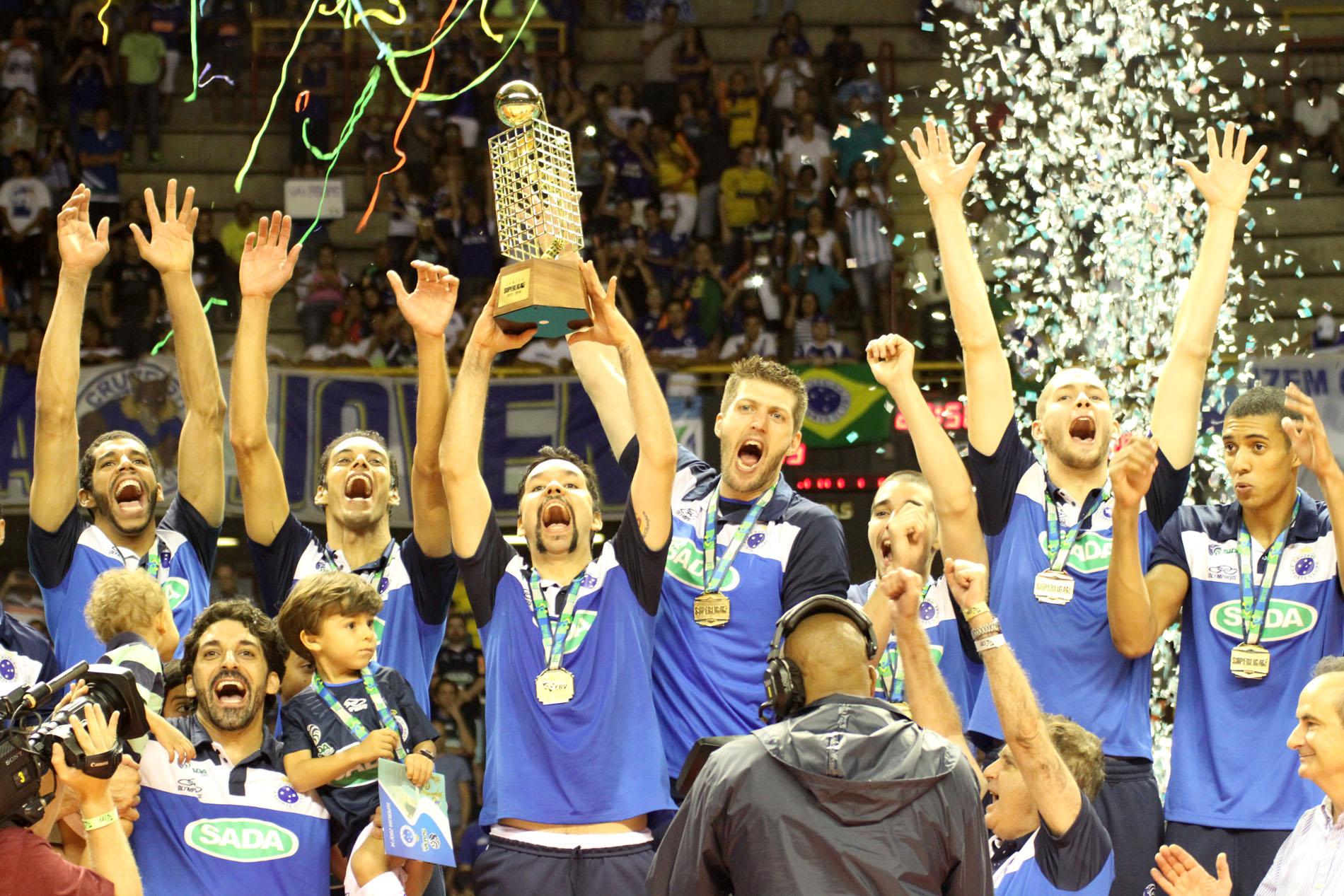 Cruzeiro comemora bicampeonato da Superliga Masculina