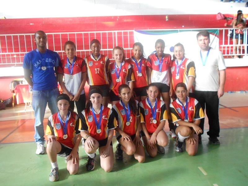 Equipe de handebol Nyrce Villa Verde, campeã infantil da edição de 2013