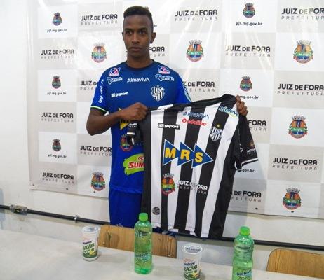 Atacante Oliveira é apresentado e Condé tem dúvida no ataque