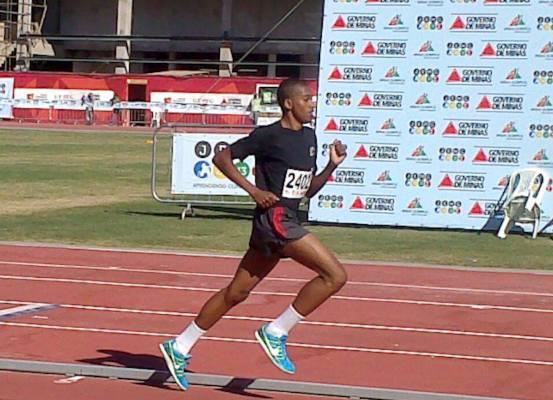 Robison Gomes, do CRIA UFJF, bate recorde mineiro nos 1.500m em Brasileiro de Atletismo