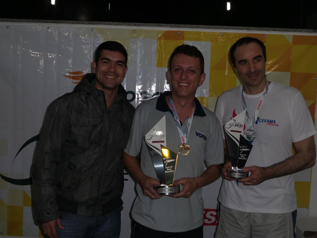 Sávio Jardim (centro) garante Voith em primeiro, Carlos Romanelli, da Cesama, à direita, em segundo