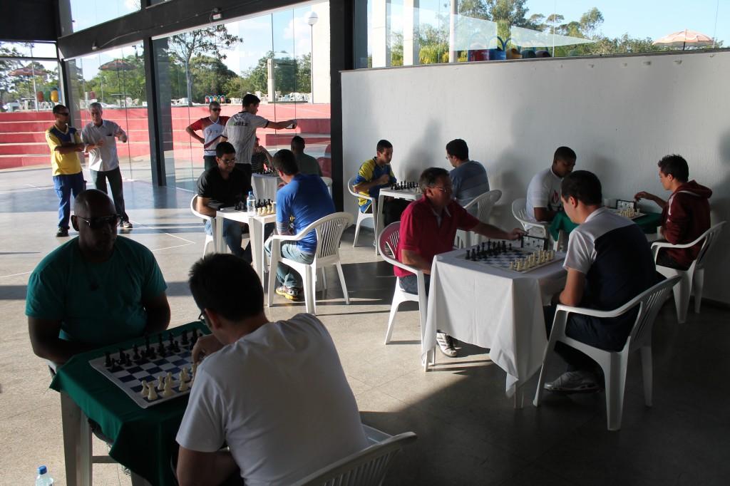 Competidores lotaram as mesas de xadrez