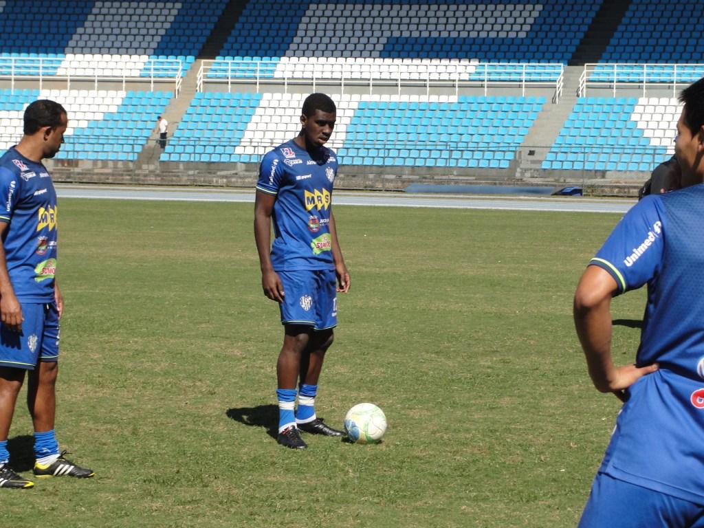 Felipe Alves deve começar jogando contra o Macaé