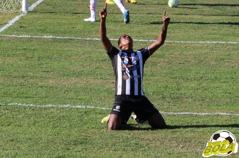 Élder agradece aos céus por seu primeiro gol com a camisa alvinegra juiz-forana