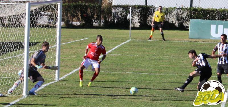 08 - wesley chuta para segundo gol