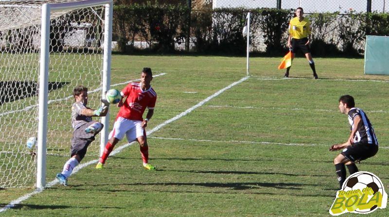 09 - goleiro defende segundo gol