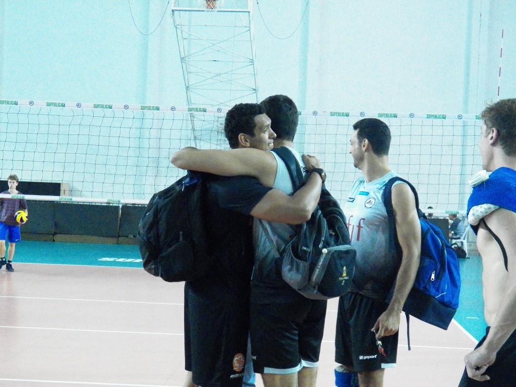 Jardel reencontrou ex-companheiros de UFJF no treino na véspera do jogo
