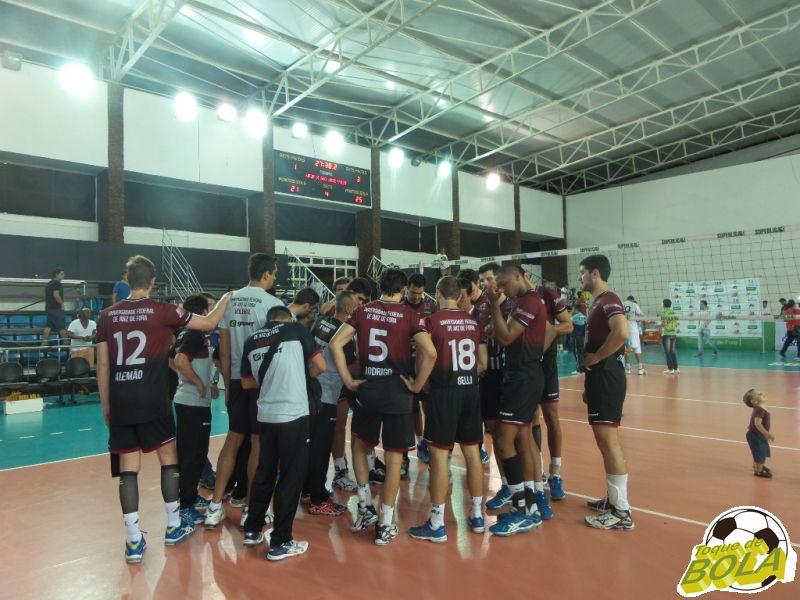 Equipe se reúne em quadra após nova derrota