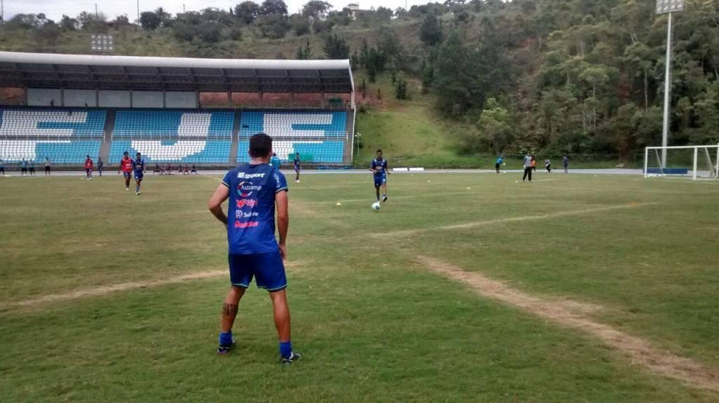 Fabrício Soares voltou aos treinamentos pelo Carijó