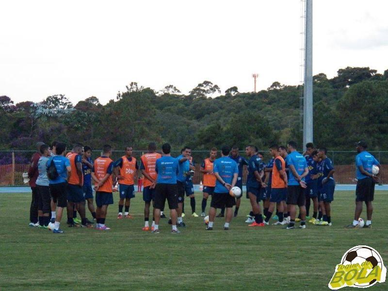 Leston Junior conversou muito com o elenco alvinegro, motivando os atletas para o fim do Mineiro