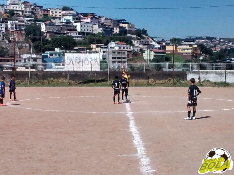 Minutos de silêncio, goleadas e garotada em ação: depois de agressão ao árbitro, a bola rola no São Carlos