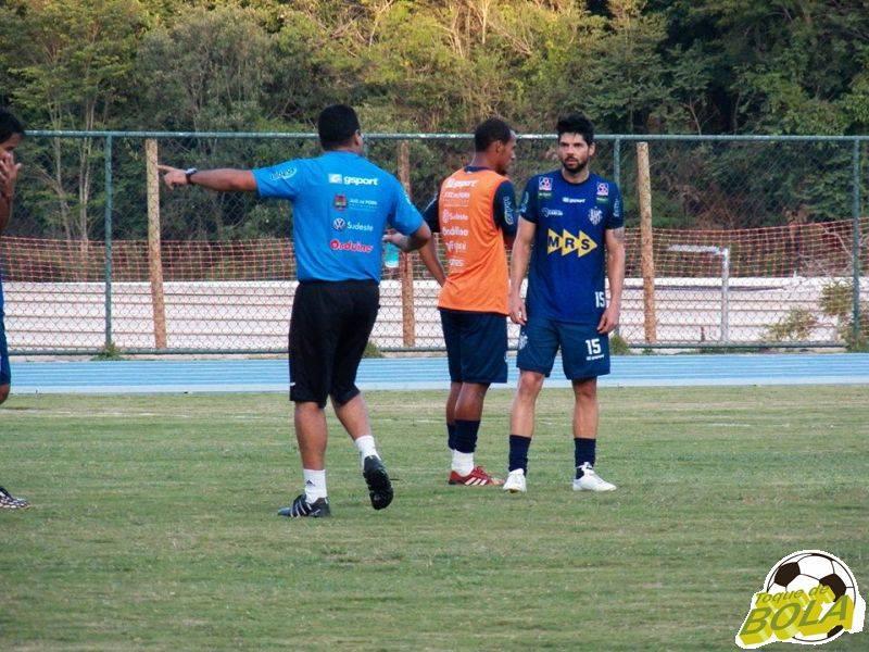 De olho no Guarani, técnico carijó cobra forte marcação em treino sem Osmar