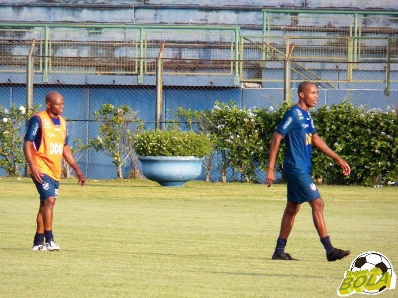 Ademilson, entre os reservas, e Silvio, na equipe titular, mostraram muita vontade no treinamento desta quinta