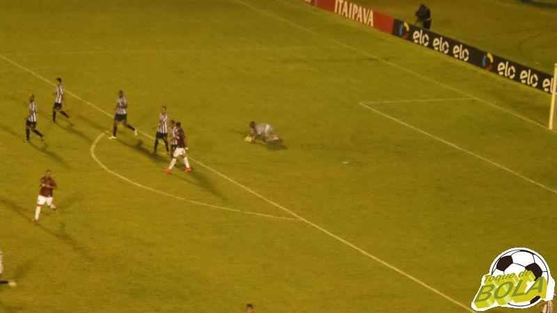 Glaysson teve performance fantástica contra o Atlético Paranaense
