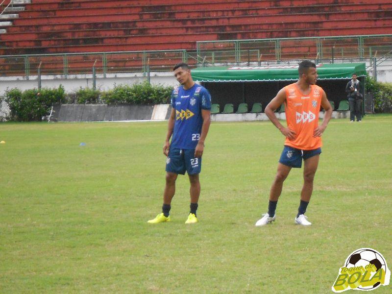 Gabriel Davis (a esquerda) estreia com gol.