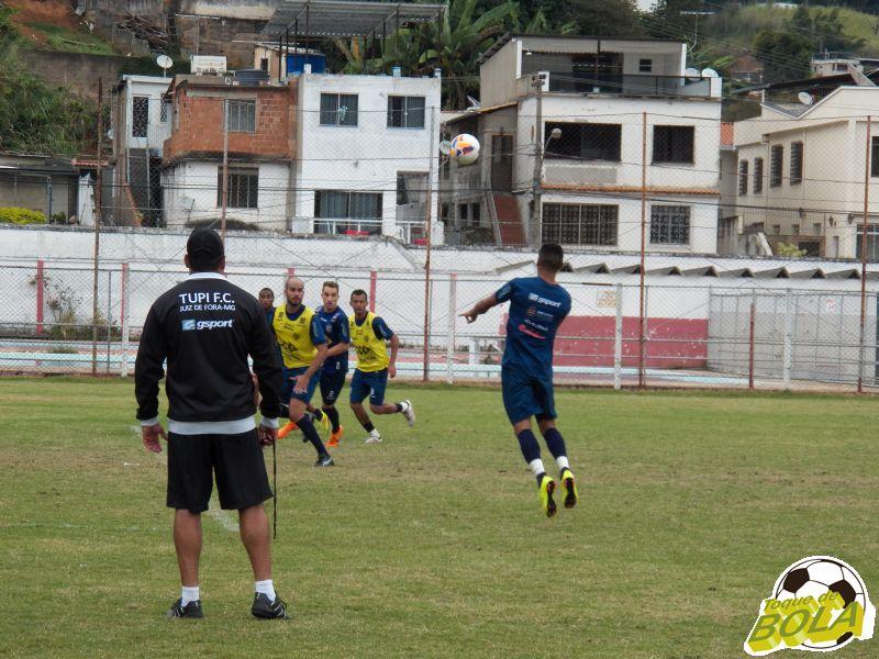 Pensando no Madureira, Leston Junior comandou treinos de bolas aéreas durante a semana