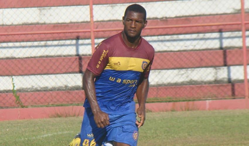 O atacante João Carlos marcou para o Macaé no empate em 1 a 1 sobre o Tupi no Mário Helênio na Série C 2014 (Foto: FutRio)