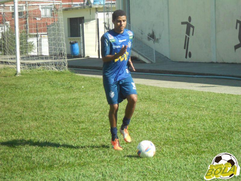 Reforço, lateral Roger Luiz treinou com o grupo