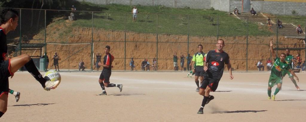 Partida entre Uberabinha (preto), semifinalista, e Chapadão (verde), pela Copa JF
