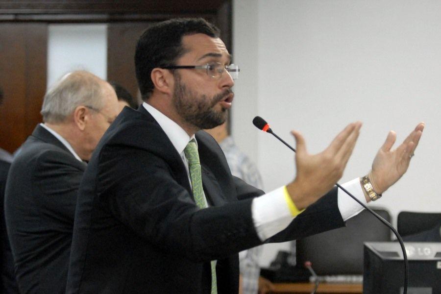 Mario Bittencourt durante o julgamento do recurso da Portuguesa no STJD