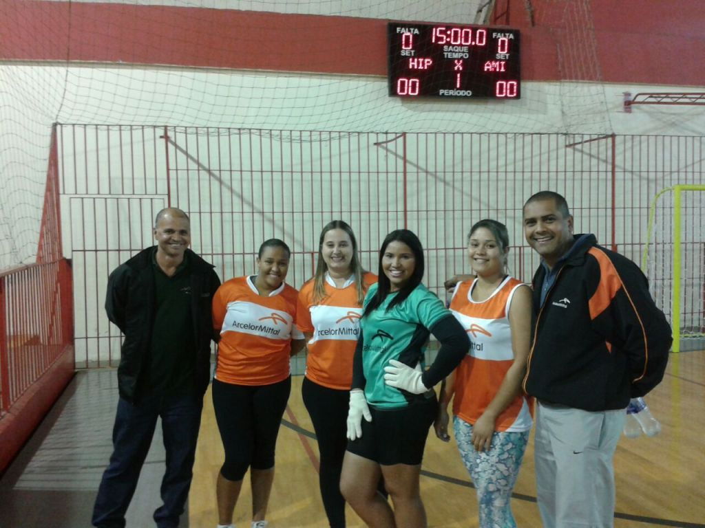 Equipe de futsal feminino da ArcelorMittal Juiz de Fora nos Jogos Sesi Fase Municipal de Juiz de Fora 2015