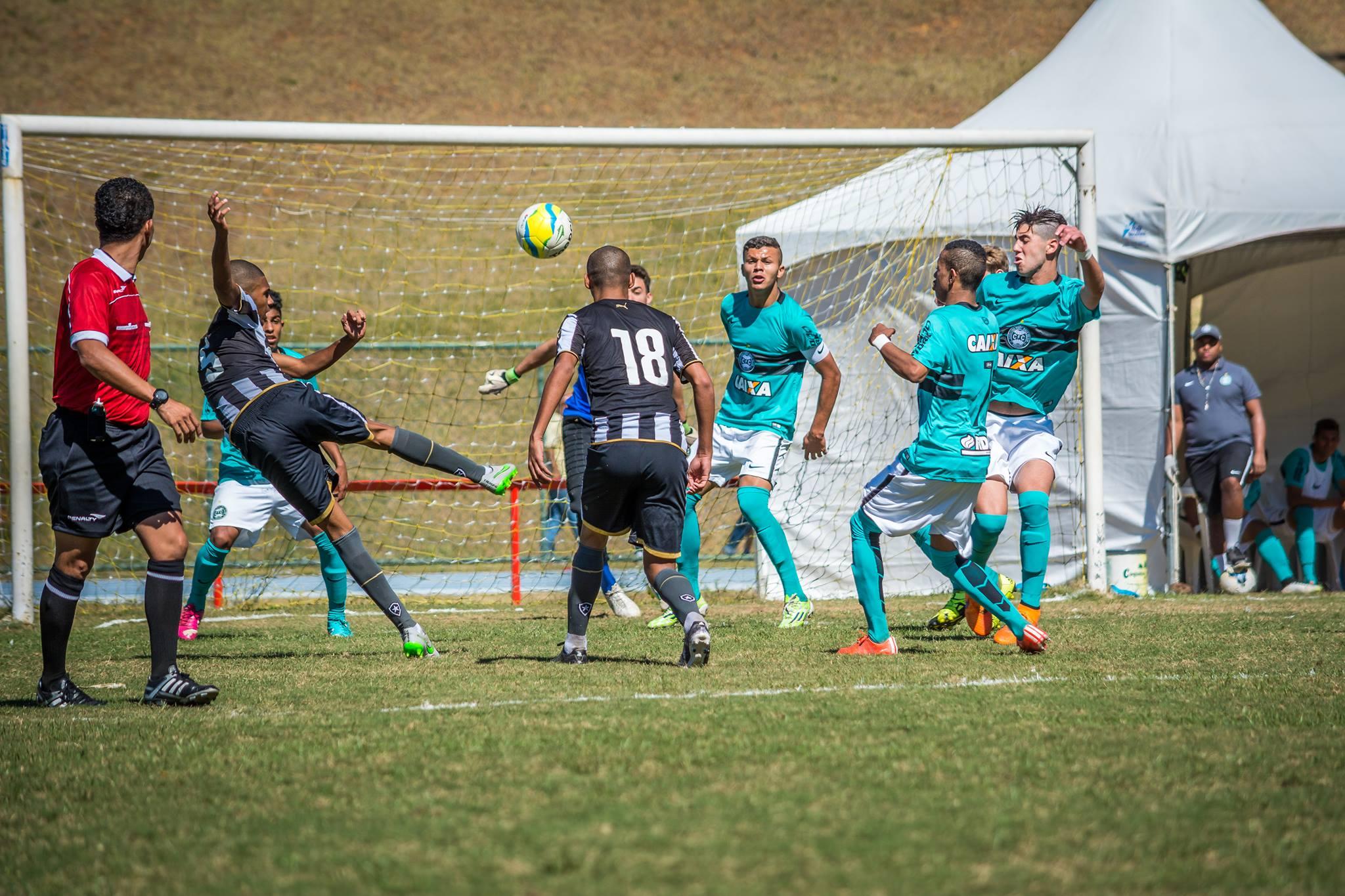 Taça BH: eficiente nos cruzamentos, Coritiba elimina o Botafogo na UFJF