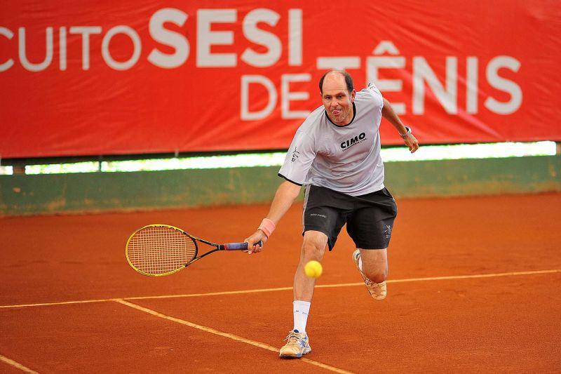 Mário Zoet em ação na disputa da Fase Estadual dos Jogos Sesi de 214, disputada em Juiz de Fora (Foto: Arquivo Jogos SESI)