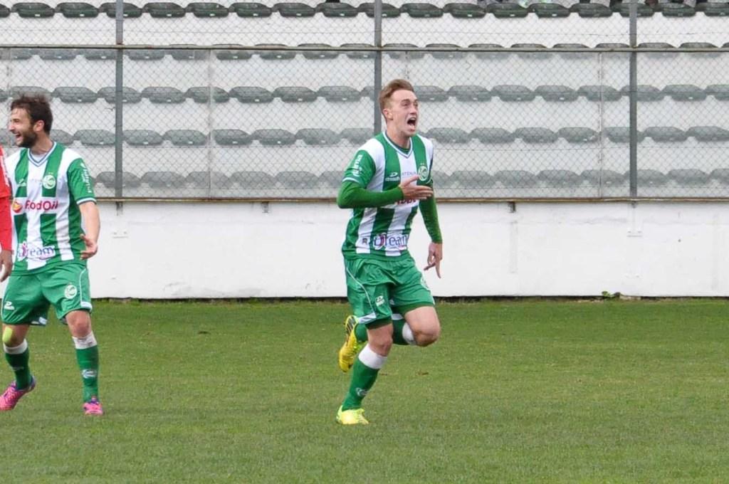 Volante Vacaria é um dos artilheiros do time com 3 gols. (Foto:Arthur Dallegrave/E.C.Juventude)