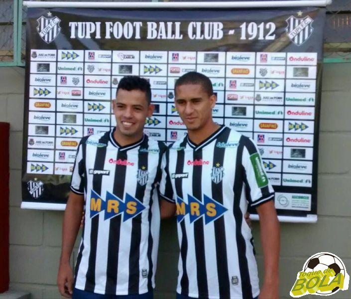 Lorran (esquerda) e Lula já estão regularizados e à disposição de Leston Júnior