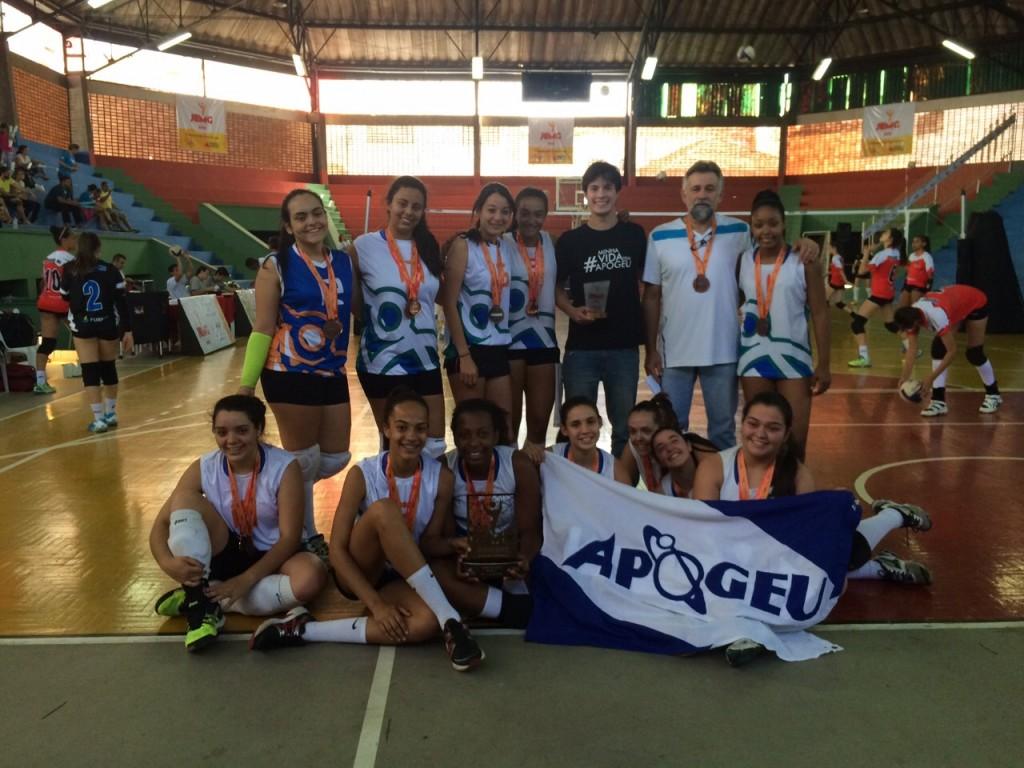 Meninas do Apogeu ficaram com o bronze na etapa estadual dos JEMG (Foto: Erik Chaves)