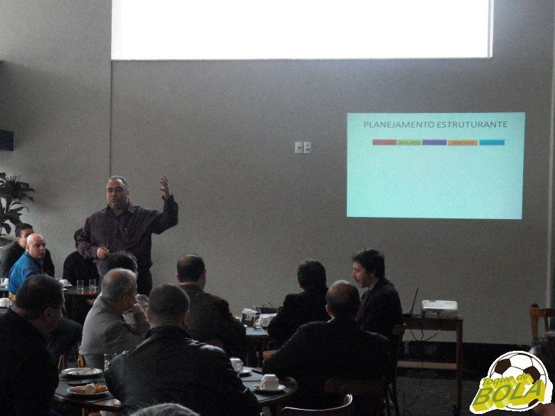 Supervisor do JF Vôlei, Heglison Toledo, apresentou planejamento estruturante aos parceiros e imprensa