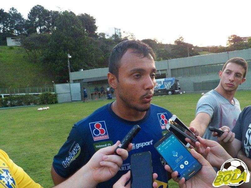 Felipe Augusto foi um dos três atletas a conceder entrevista à imprensa após o treino fechado desta quinta-feira, no Estádio Municipal