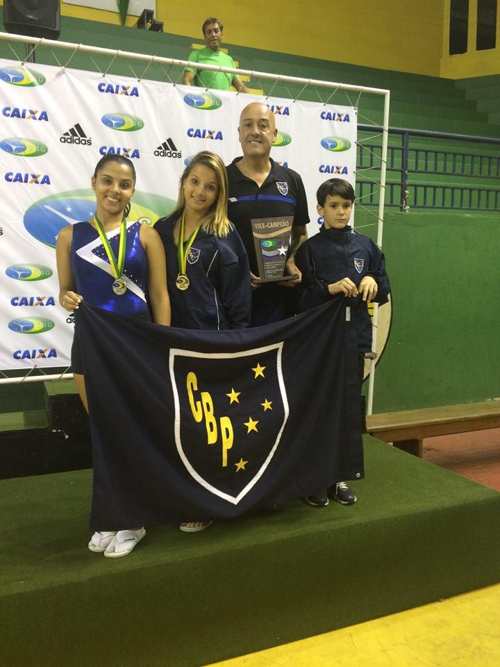 Jovens ginastas do Clube Bom Pastor bem assessorados por Deber Zambeli