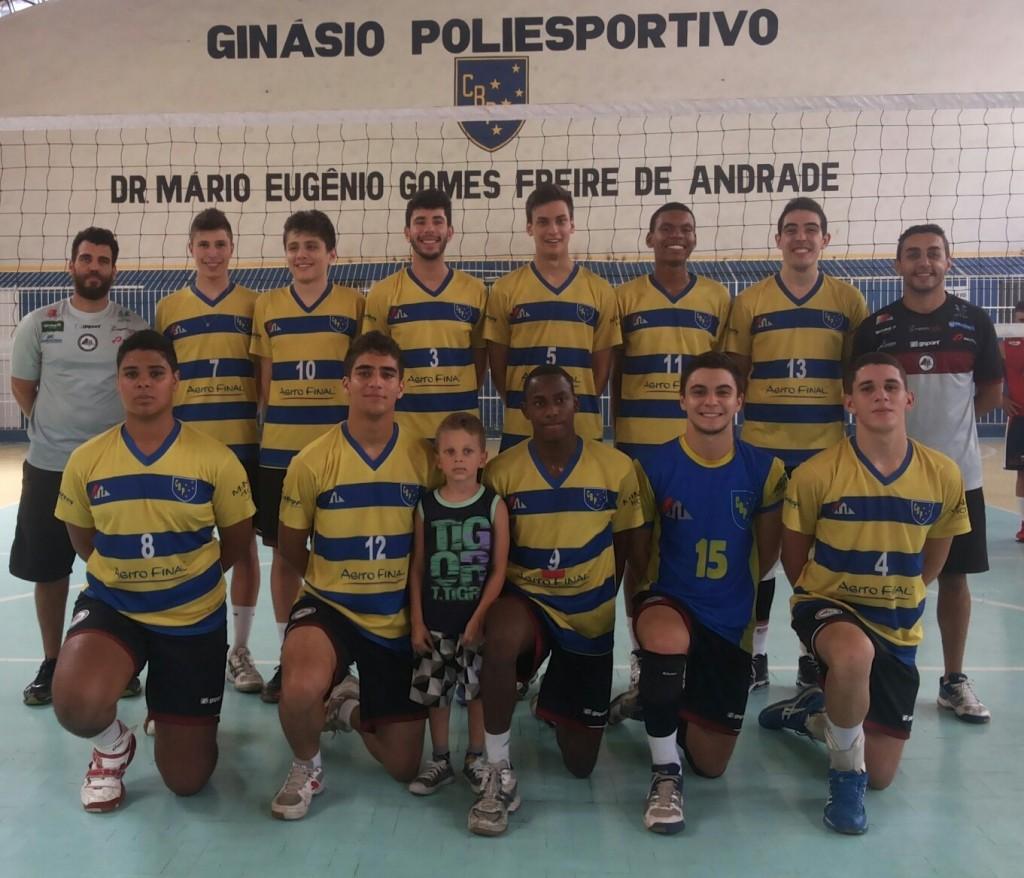 Equipe de vôlei da base do Clube Bom Pastor