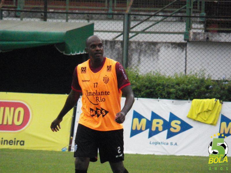 Fortunato treinou entre os reservas, mas ainda tem chances de estrear contra o Tombense