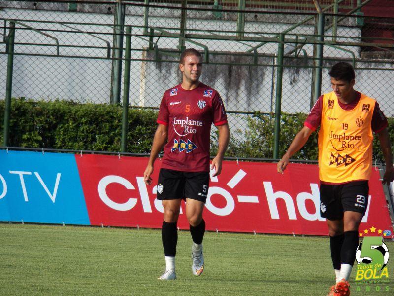 Artilheiro do Tupi no Mineiro com dois gols, Michel deve iniciar partida novamente como titular