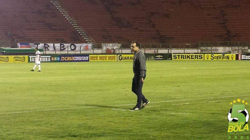 """Treinador Enderson Moreira não gostou do primeiro tempo do Goiás, mas ressaltou a importância da vitória diante de um Tupi """"muito forte fisicamente"""""""
